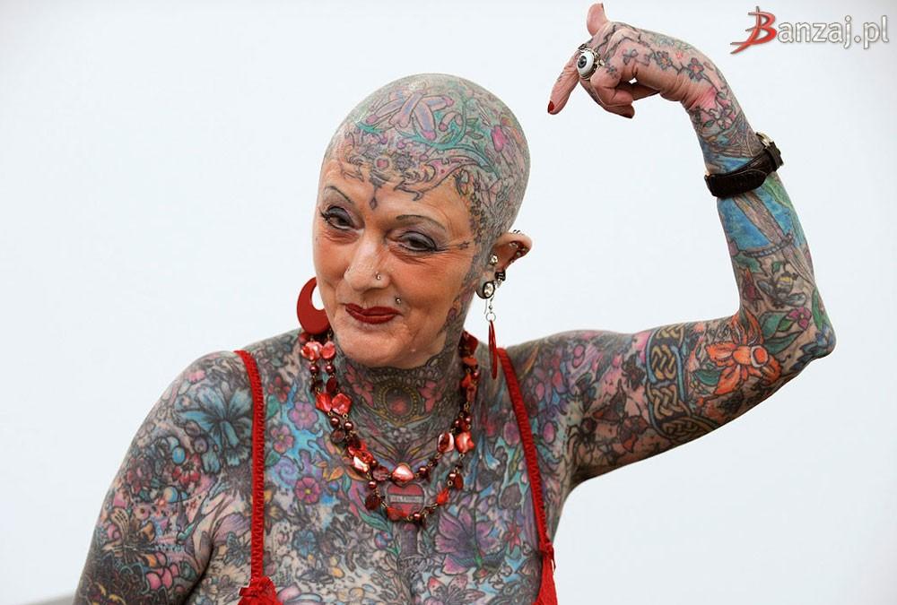 femme recouverte de tatouages - Isobel Varley