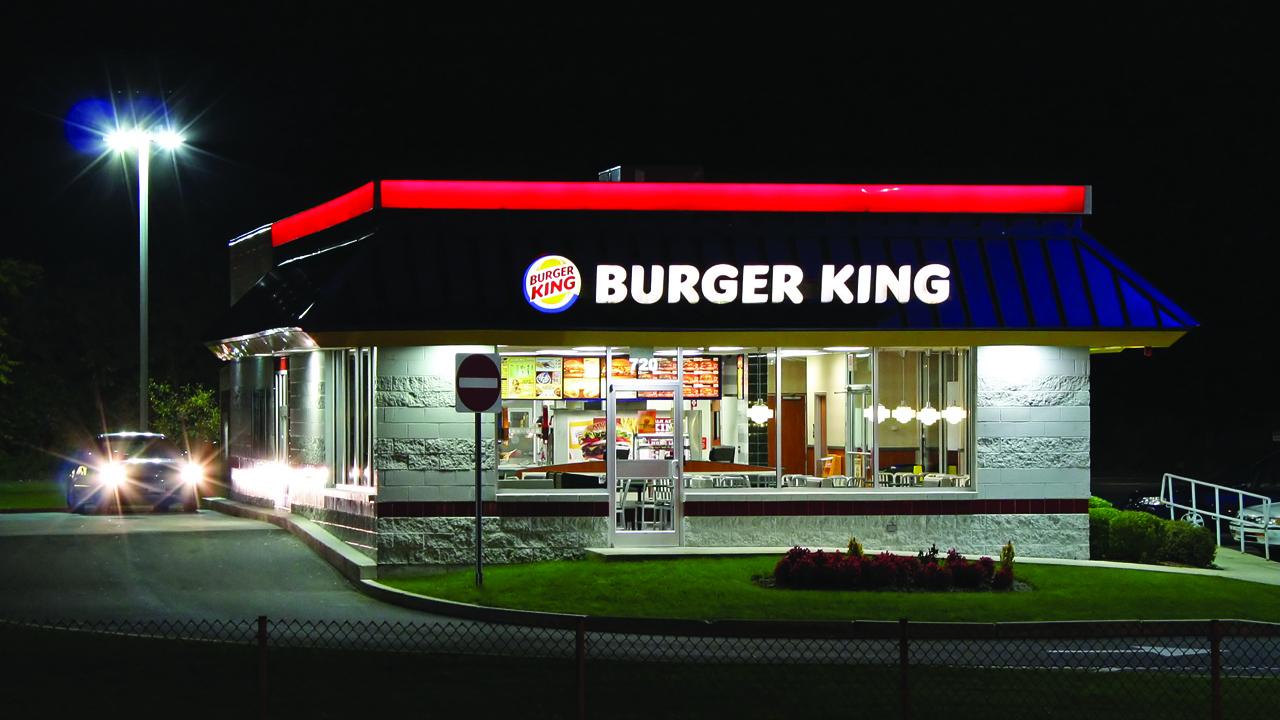 Burger King : elle ouvre son sandwich et ce qu'elle découvre va vous révolter !